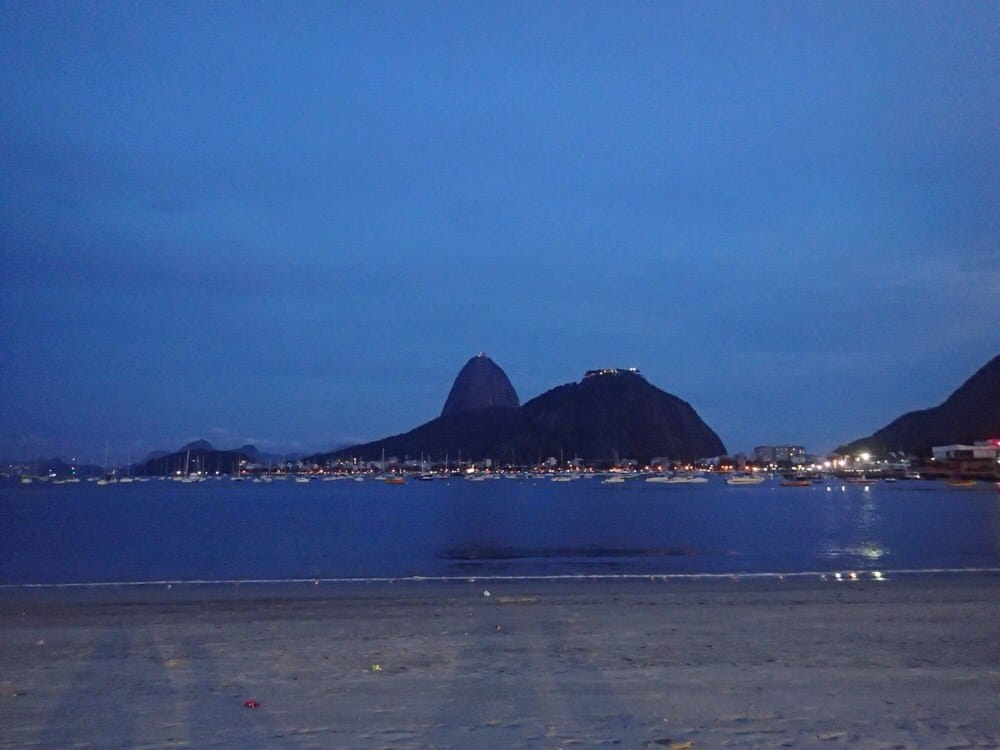 Sugar Loaf Mountain at night