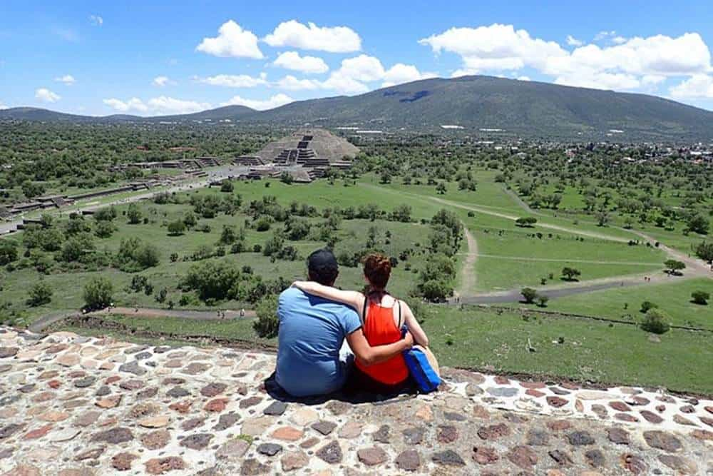 James-and-Sarah-at-Teotihuacan