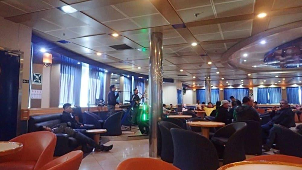 restaurant-inside-the-ferry