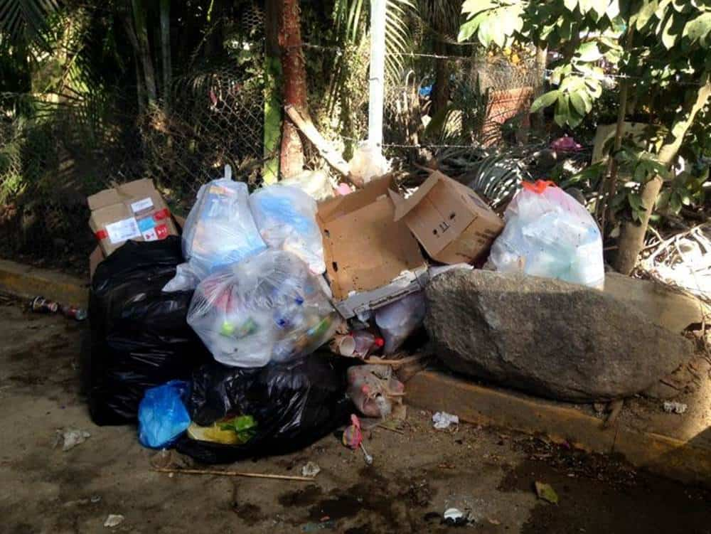 garbage in Sayulita
