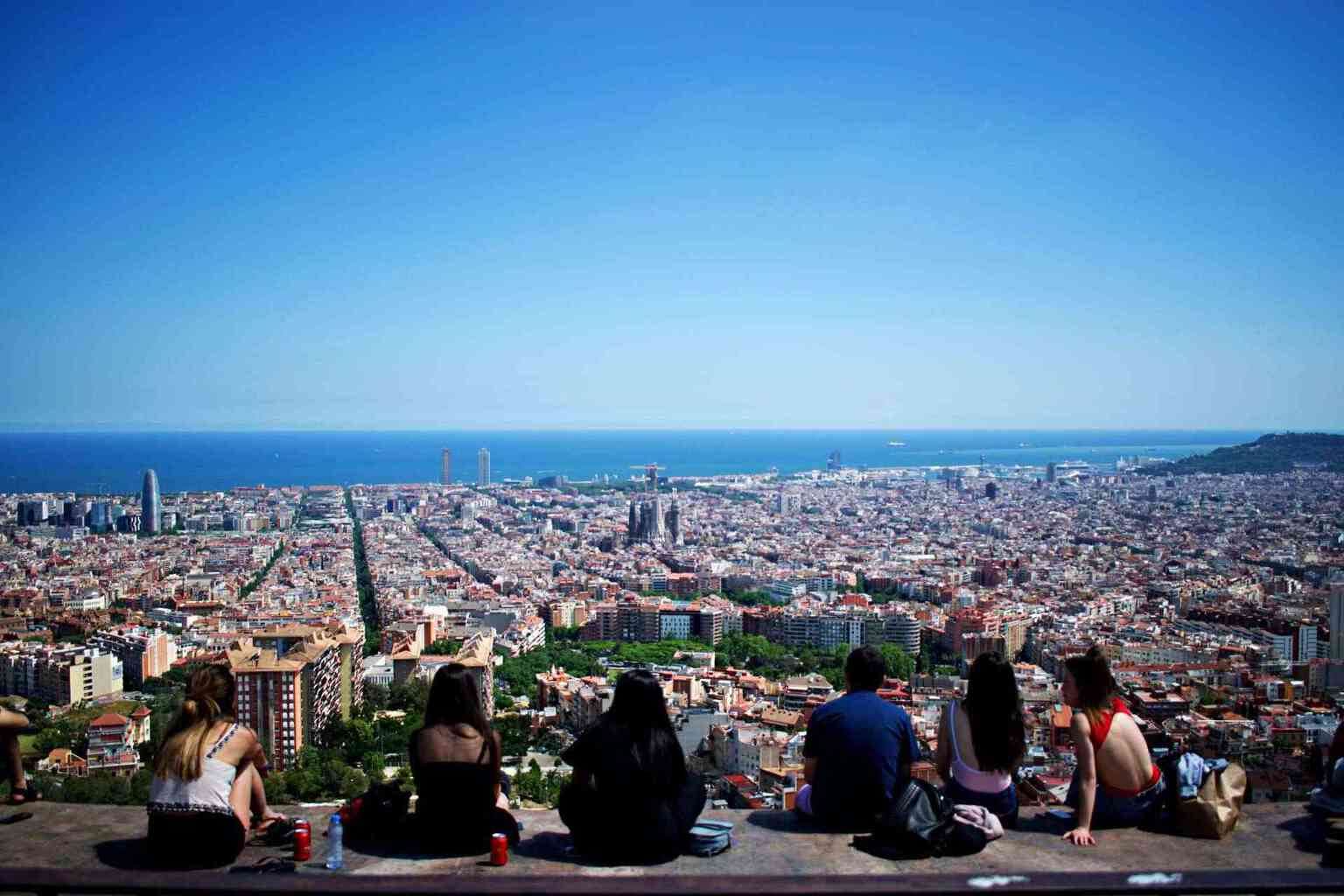 People looking at view of Barcelona from Bunkers del Carmel