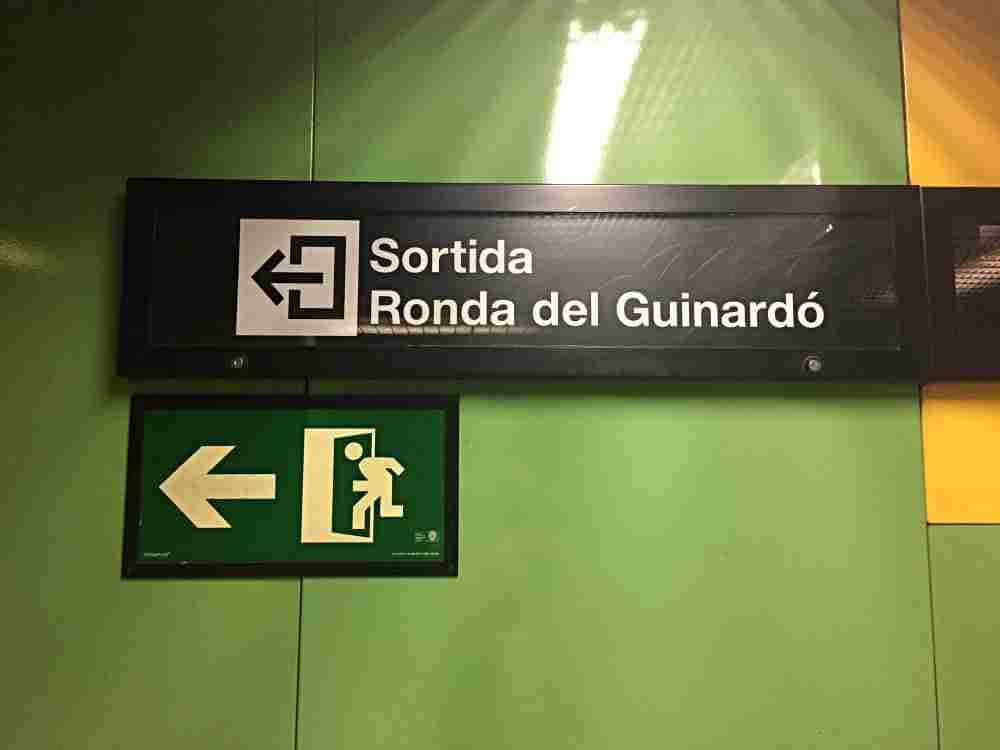 Ronda Del Guinardo Metro Station Sign