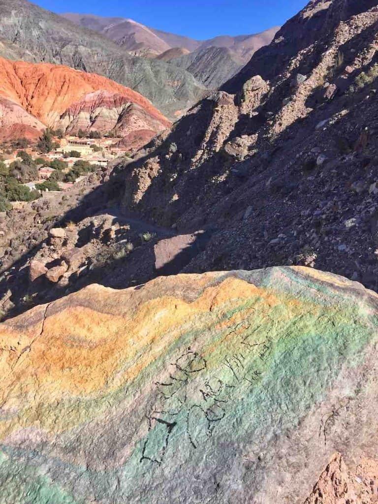 cerro de los 7 colores graffiti